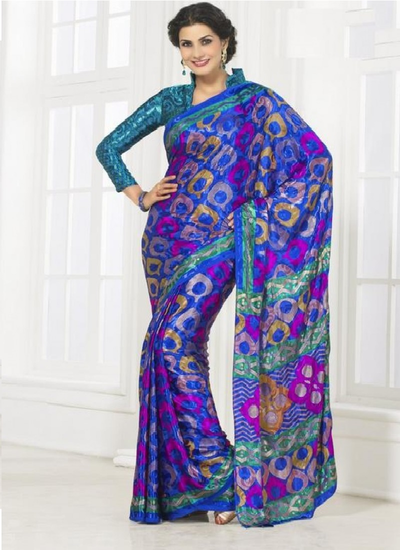 this-saree-in-blue-infuses-a-trendy-look-into-an-otherwise-ethnic-one-with-a-peacock-inspired-design-800x1100