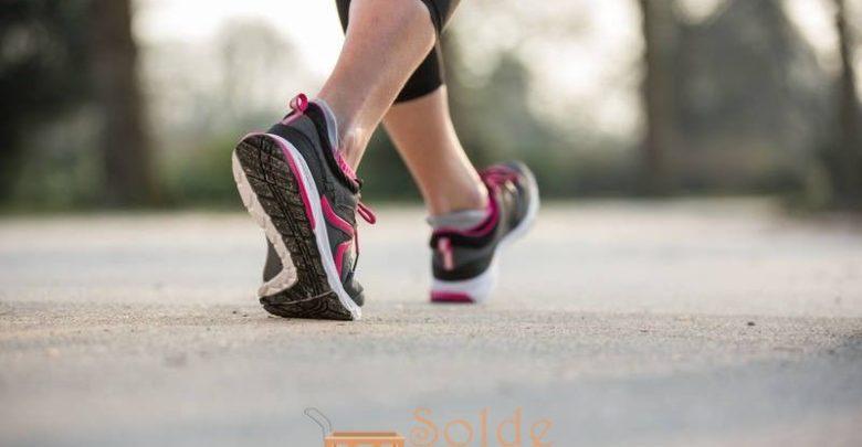 Promo Decathlon Chaussures marche sportive femme PW 240 gris / rose 299Dhs au lieu de 349Dhs