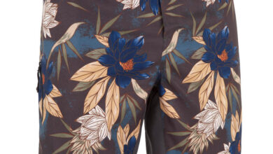 Photo of Nouveau chez Decathlon Surf Boardshort Standard 500 Flowers Kaki OLAIAN 179Dhs